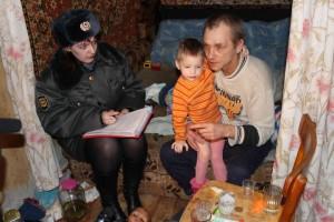 Описаны проблемы алкогольно зависимой семьи, влияние обстановки на детей и последствия такого влияния